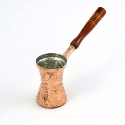 Μπρίκι Χάλκινο Σκαλιστό Νο 3 με ξύλινη λαβή.